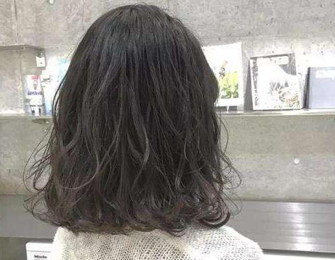 为什么人的头发颜色不一样呢