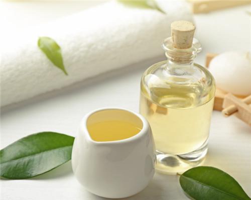 如何使用茶树油保护头发