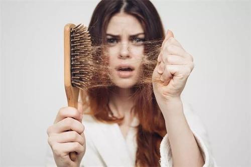 脱发和掉发有什么区别?别再看见掉发就担惊受怕了!